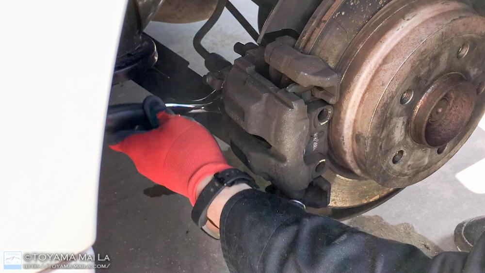 BMW E91 リアブレーキローター ブレーキパット 交換 DIY 2