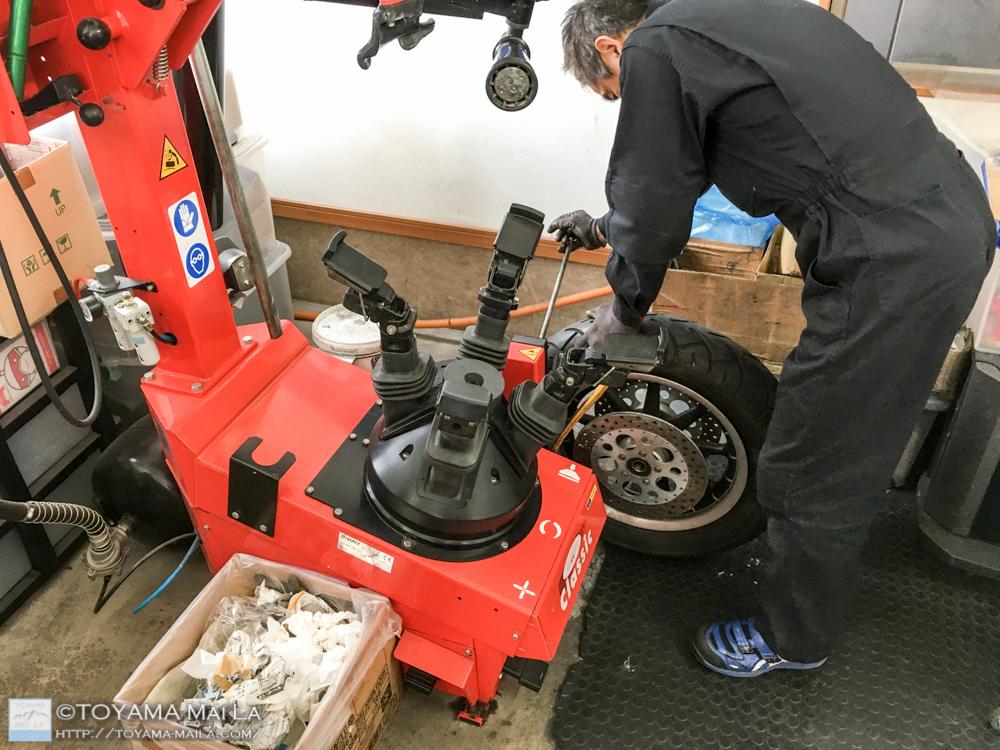 ハーレー FLHR ロードキング タイヤ交換 5