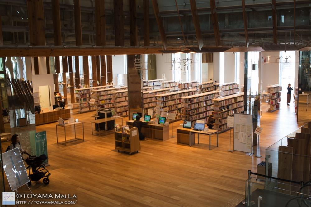 富山市立図書館 TOYAMAキラリ 観光スポット 1