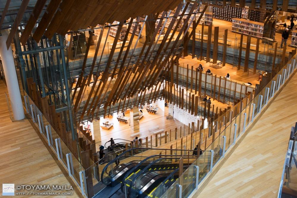 富山市ガラス美術館 図書館 TOYAMAキラリ 観光スポット 5