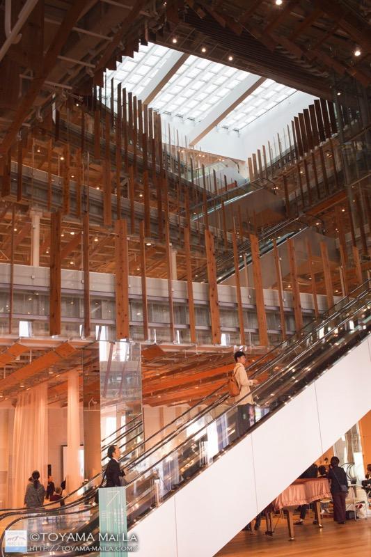 富山市ガラス美術館 図書館 TOYAMAキラリ 観光スポット 2
